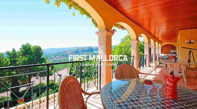 villa in son vida mit panoramablick ber die golfpl tze und die bucht von palma. Black Bedroom Furniture Sets. Home Design Ideas