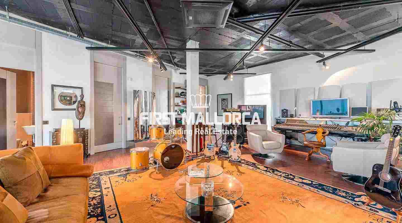 einzigartige loft wohnung von 450 m2 im malerischen el terreno viertel von palma. Black Bedroom Furniture Sets. Home Design Ideas